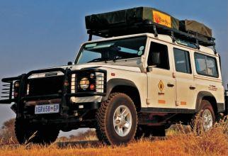 Land Rover Defender 110 4x4 (4 makuupaikkaa)