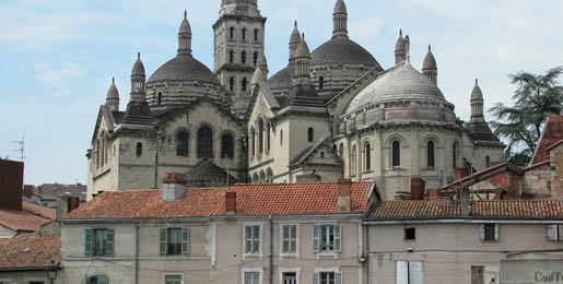 Car hire in Perigueux, France