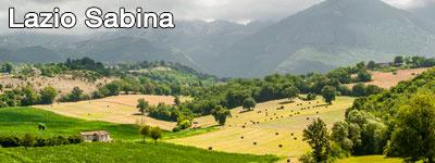 Åkrar nedanför bergen i Lazio-Sabina