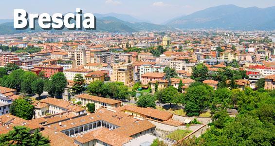 utsikt över Staden Brescia framför bergen