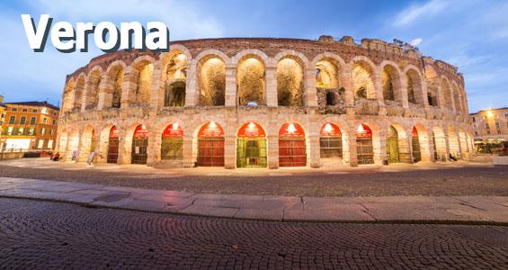Verona arena upplyst på kvällen